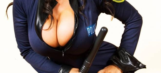 Διέρρευσαν γυμνές φωτογραφίες γυναίκας αστυνομικού στο διαδίκτυο (photos)