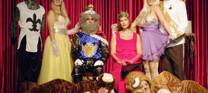 Η παιδική σκηνή του ανακαινισμένου «Πολυχώρου Αυλαία», παρουσιάζει φέτος με χαρά, αγάπη και πολύ σεβασμό προς τα παιδιά, το παιδικό θεατρικό μιούζικαλ της Γιώτας Τζουάνη «Το Διαμαντένιο Παλάτι».