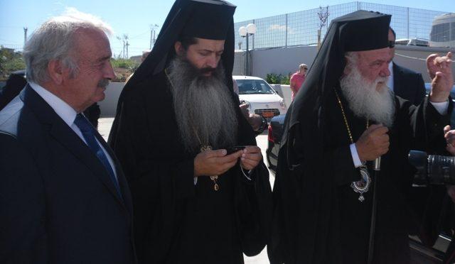 """""""Ο Δήμαρχος Πεντέλης, Δημήτρης Στεργίου Καψάλης, παρακολούθησε την Τετάρτη 7 Ιουνίου 2017 την Ημερίδα με θέμα «Αναθεώρηση του Συντάγματος και Εκκλησία της Ελλάδος – Συμβολή σε έναν ανοικτό διάλογο», η οποία διοργανώθηκε από την Ιερά Αρχιεπισκοπή Αθηνών υπό τον συντονισμό του Πρωτοσύγκελου της Ι. Αρχιεπισκοπής Αθηνών Αρχιμανδρίτη π. Συμεών Βολιώτη στο Πολεμικό Μουσείο""""."""