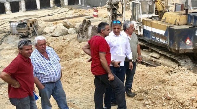 """""""Αιφνιδιαστική επίσκεψη προκειμένου να παρακολουθήσει την πορεία των εργασιών στον υπόγειο σταθμό αυτοκινήτων της Πλατείας Ευτέρπης πραγματοποίησε ο Δήμαρχος Αμαρουσίου κ. Γιώργος Πατούλης"""", σύμφωνα με ανακοίνωση του Δήμου Αμαρουσίου."""