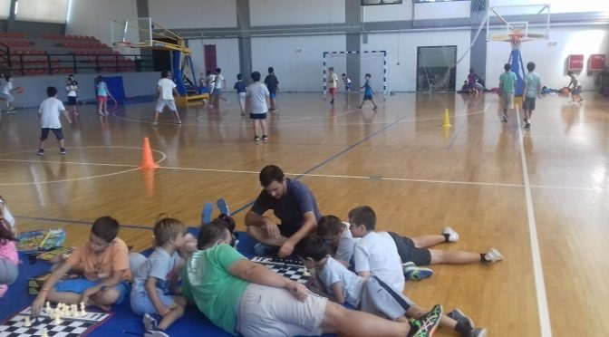 Ολοκληρώθηκε το πρόγραμμα θερινής δημιουργικής απασχόλησης που προσέφερε και φέτος ο Δήμος Βριλησσίων, από τις 15 Ιουνίου ως τις 4 Αυγούστου 2017, για παιδιά ηλικίας 6-12 ετών των κατοίκων της πόλης.