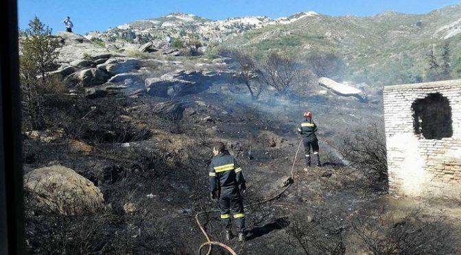 Φωτιά ξέσπασε γύρω στις 4 το μεσημέρι στον χώρο πέριξ του 414 Στρατιωτικού Νοσοκομείου Πεντέλης.