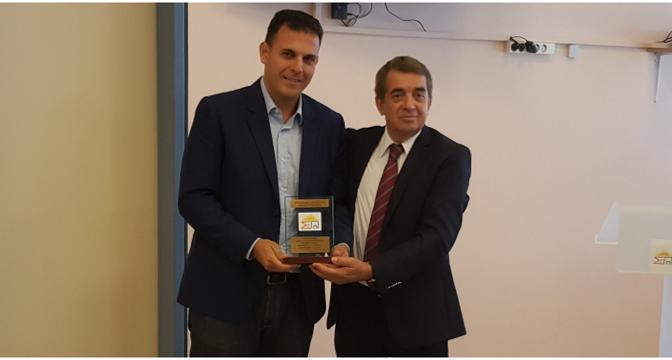 Για τη συμβολή της Περιφέρειας Αττικής στην ενίσχυση της ανθρωπιστικής δράσης του συνδέσμου προστασίας παιδιών και ατόμων με αναπηρία, βραβεύτηκε ο Αντιπεριφερειάρχης Βόρειου Τομέα Αθηνών, Γιώργος Καραμέρος.