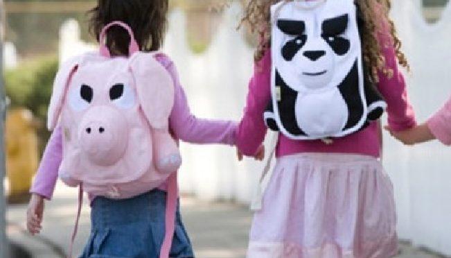 Τα σχολεία ανοίγουν, οι τσάντες γεμίζουν! Όλα τα παιδιά όμως πρέπει να μπορούν να έχουν τα σχολικά είδη που χρειάζονται για τη νέα χρονιά.