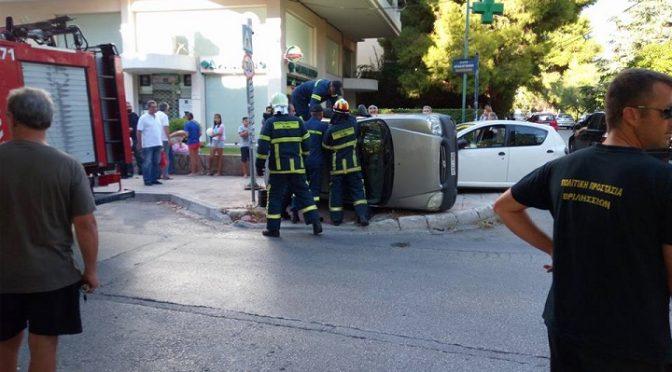 Τροχαίο ατύχημα έγινε πριν λίγο στα Βριλήσσια και συγκεκριμμένα στη διασταύρωση Μπακογιάννη και Θερμοπυλών.