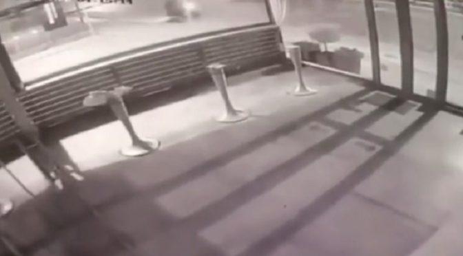Βίντεο από κάμερα ασφαλείας δείχνει τη στιγμή της έκρηξης που σημειώθηκε σήμερα τα ξημερώματα σε κατάστημα γνωστή αλυσίδας επίπλων, στο Μαρούσι (ΔΕΙΤΕ ΕΔΩ).