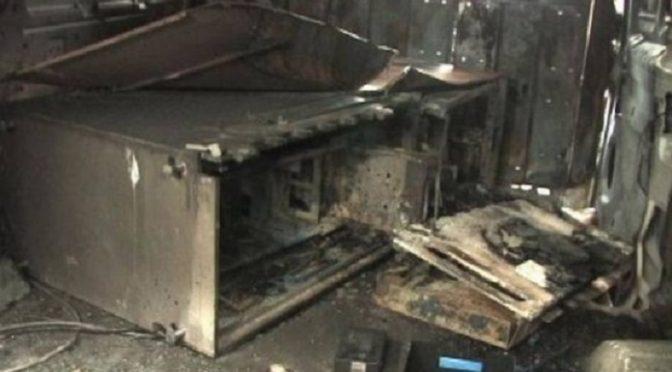 Άγνωστοι προκάλεσαν έκρηξη σε τρία ΑΤΜσε εμπορικό κέντρο στο Μαρούσι, σήμερα τα ξημερώματα.