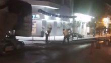 Νυχτερινή ασφαλτόστρωση, πριν λίγο, στον κεντρικότερο δρόμο του Χαλανδρίου, στην οδό Α. Παπανδρέου.