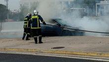 Αυτοκίνητο τυλίχτηκε στις φλόγες, σήμερα το απόγευμα, στην έξοδο της Αττικής Οδού στην Κηφισίας.