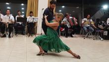 Στην Αργεντινή μας ταξίδεψε χθες το βράδυ το Εργαστήρι tango του Πολιτιστικού και Αθλητικού Οργανισμού του Δήμου Βριλησσίων, με τη συνοδεία των πνευστών της Φιλαρμονικής του Δήμου