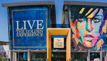 Στην εκκένωση του εμπορικού κέντρου Golden Hall στη λεωφόρο Κηφισίας προχώρησαν το πρωί της Δευτέρας οι υπεύθυνοί του σε συνεργασία με την ΕΛΑΣ.