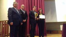 """Το Βραβείο Οργανισμών Τοπικής Αυτοδιοίκησης Α' Βαθμού για την ορθή διαχείριση των απορριμμάτων με ανακύκλωση στην πηγή και τις δράσεις εκπαίδευσης και επιβράβευσης πολιτών, μέσω της δημοτικής πλατφόρμας """"followgreen.gr/vrilissia"""", απονεμήθηκε στο Δήμο Βριλησσίων και συγκεκριμένα στην Υπηρεσία Περιβάλλοντος, από την Υφυπουργό Εσωτερικών Μαρίνα Χρυσοβελώνη."""