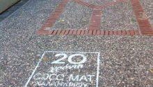 Πρόστιμο 26.412,30 ευρώ επέβαλλε το Δημοτικό Συμβούλιο Χαλανδρίου στην εταιρεία COCO-MAT που είχε διαφημίσει με graffiti στις πλάκες πεζοδρόμων και πεζοδρομίων τα 20 χρόνια λειτουργίας της.