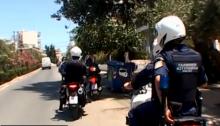 Τους αστυνομικούς της Ομάδας ΔΙ.ΑΣ. οι οποίοι εξουδετέρωσαν και συνέλαβαν τους δυο δράστες που προσπάθησαν να ληστέψουν προχθές σούπερ μάρκετ στα Βριλήσσια, συνεχάρη αυτοπροσώπως οΑρχηγός της Ελληνικής Αστυνομίας, Αντιστράτηγος Αριστείδης Ανδρικόπουλος.