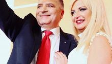 Σε... οικογενειακή υπόθεση εξελίσσεται μετά τη φημολογία των τελευταίων ημερών, και την επίσημη ανακοίνωση υποψηφιότητας της συζύγου του Δημάρχου, Μαρίνας Σταυράκη Πατούλη, η Δημαρχία στο Δήμο Αμαρουσίου.