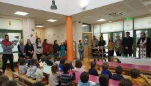 Στον 4ο Παιδικό Σταθμό του Δήμου Βριλησσίων πραγματοποιήθηκε η κοπή της πρωτοχρονιάτικης πίτας από τον δήμαρχο Βριλησσίων Ξένο Μανιατογιάννη παρουσία της Προέδρου του ΟΚΠΑ Βούλας Αρσένη, της διεύθυνσης του ΟΚΠΑΔΒ Κ. Μπλέτσα, της Προϊσταμένης του 4ου Γκόσιου Κ., της παιδιάτρου-λοιμοξιολόγου Βάκη Ι., του προσωπικού, του γυμναστή και των παιδιών.