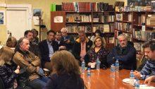Με τους κατοίκους της περιοχής γύρω από το γήπεδο της Νέας Πεντέλης συναντήθηκε αντιπροσωπεία της δημοτικής παράταξης Νέοι Άνθρωποι-Νέα Αρχή, με επικεφαλής τον υποψήφιο δήμαρχο Αντώνη Φειδοπιάστη, την Πέμπτη 14 Μαρτίου 2019, στο Πνευματικό Κέντρο της Δημοτικής Ενότητας.