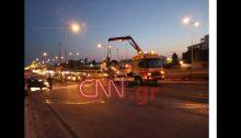 Μια 48χρονη έχασε τη ζωή της όταν ανετράπη το αυτοκίνητό της σε παράδρομο της Εθνικής Οδού, στο ύψος της Καλυφτάκη, στην Κηφισιά.