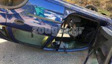Τροχαίο ατύχημα σημειώθηκε λίγο μετά τις 11.30 το πρωί του Σαββάτου στη συμβολή των Θέτιδος και Έρσης στην Εκάλη, με αποτέλεσμα ένα ΙΧ να βγει από την πορεία του, να αναποδογυρίσει και να τραυματιστεί η συνοδηγός του.
