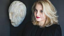 """Στην Πολιτεία της Κηφισιάς το τελευταίο """"αντίο"""" στην Σοφία Κοκοσαλάκη, τη διάσημησχεδιάστρια μόδας που«έφυγε» στα 47 της χρόνια μετά από μάχη που έδινε με τον καρκίνο."""