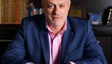 """Ο επικεφαλής του συνδυασμού """"Μπροστά Μαζί"""" Λευτέρης Κοντουλάκος ανακοίνωσε πριν από λίγο ότι ο συνδυασμός του δεν συμφωνεί με την απόσυρση του θέματος της μεταφοράς προσφύγων στην Πτέρυγα Μπόμπολα από το σημερινό Δημοτικό Συμβούλιο."""