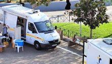 Κλιμάκια του ΕΟΔΥ αποτελούμενα και από Κινητές Ομάδες Υγείας (ΚΟΜΥ) πραγματοποίησαν σήμερα, Σάββατο 31 Οκτωβρίου, δωρεάν rapid τεστ σε πολίτες, στην πλατεία Ευτέρπης, στο Μαρούσι.