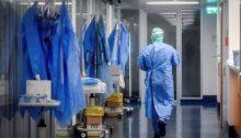 Πρόσληψη επικουρικού προσωπικού σε δομές Υγείας, απασχόληση ιδιωτών γιατρών στο ΕΣΥ και υγειονομική κάλυψη ανασφάλιστων και ευάλωτων κοινωνικά ομάδων σε ιδιωτικές δομές υγείας, περιλαμβάνονται σε τροπολογία του υπουργείου Υγείας, στο σχέδιο νόμου του υπουργείου Ανάπτυξης για το ηλεκτρονικό εμπόριο που ψηφίζεται την Τρίτηστην Ολομέλεια.
