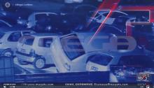 """Βίντεο ντοκουμέντο προβλήθηκε αποκλειστικά στην εκπομπή """"Live News"""" στο MEGA, που δείχνει έξι άτομα νεαρής ηλικίας να έχουν μπει σε μάντρα αυτοκινήτων στον Σταυρό Αγίας Παρασκευής, για να κλέψουν καταλύτες από τα οχήματα."""