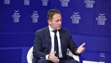 Η περαιτέρω ενίσχυση των δήμων για την άμβλυνση των οικονομικών επιπτώσεων της πανδημίας βρίσκεται στο τραπέζι, όπως σημείωσε ο Αναπληρωτής Υπουργός Εσωτερικών, Στέλιος Πέτσας, από το βήμα τουDelphi Economic ForumVI, κατά τη διάρκεια συζήτησης με τον δημοσιογράφο, Δημήτρη Κοτταρίδη, για τον ρόλο της Τοπικής Αυτοδιοίκησης στην οικονομική ανάπτυξη.