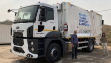 Ο Δήμος Πεντέλης παρέλαβε ένα καινούριο υπερσύγχρονο απορριμματοφόρο δυνατότητας συλλογής 14 τόνων, με ενσωματωμένο σύστημα εσωτερικής πλύσης κάδων, το οποίο χρηματοδοτήθηκε από το Πρόγραμμα Φιλόδημος ΙΙ με 223.000 Ευρώ.