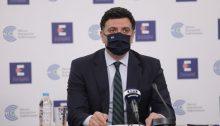 """Τα μέτρα που θα ισχύσουν από τον επόμενο μήνα για τους ανεμβολίαστους πολίτες, παρουσίασε ο υπουργός ΥγείαςΒασίλης Κικίλιας, παρουσία της καθηγήτριαςΑναστασίας Κοτανίδου, διευθύντριας της ΜΕΘ του νοσοκομείου """"Ευαγγελισμός"""" και προέδρου της Ελληνικής Εταιρείας Εντατικής Θεραπείας."""